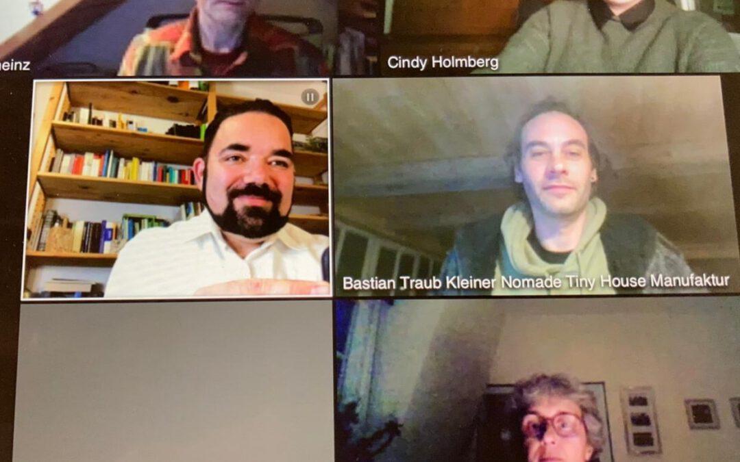"""Digitale Veranstaltung mit Chris Kühn und Cindy Holmberg zum Thema """"Wohnen und Bauen im ländlichen Raum – neue Wohnformen""""."""